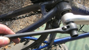 crankbolt wrench use